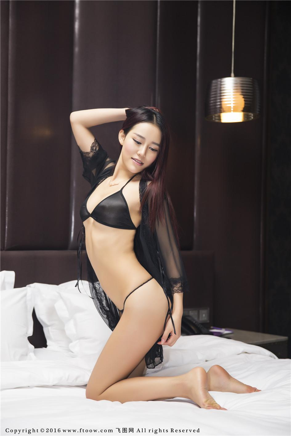 【飞图网】【Tang倩】娇娆美女Tang倩双S曲线床上人体艺术照片No.012【32P】 性感内衣