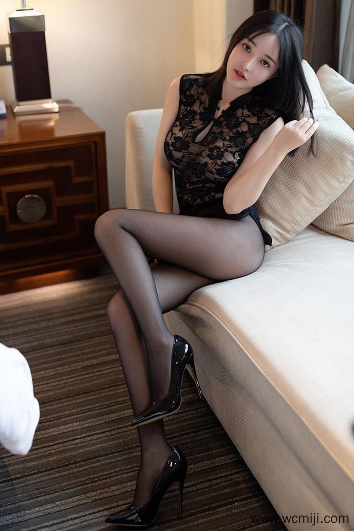 【混血美女】神似陈乔恩混血美女婉灵酥胸美腿人体艺术图片【38P】 X丝玉足