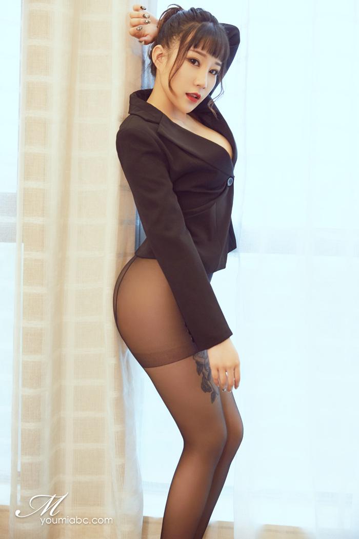 【美女】白皙肌肤美女勾豪乳圆润性感黑色丝袜诱惑不停歇【21P】 X丝玉足