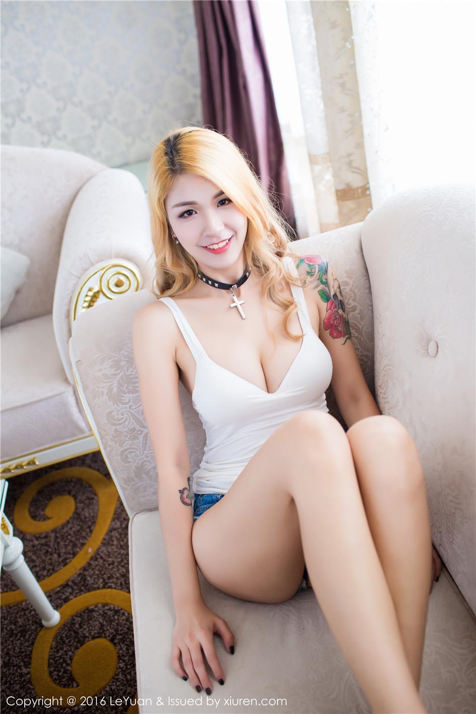 【星乐园】【酸酱兔】 纹身爆乳女郎酸酱兔性感沙发私房照片 VOL.015【24P】 写真集