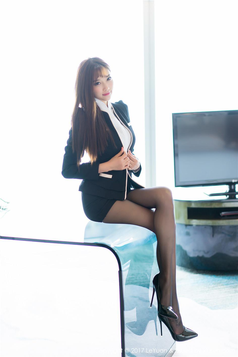 【星乐园】【杨晨晨sugar】 都市极品白领杨晨晨sugar酒店黑丝美腿写真 VOL.043【25P】 制服
