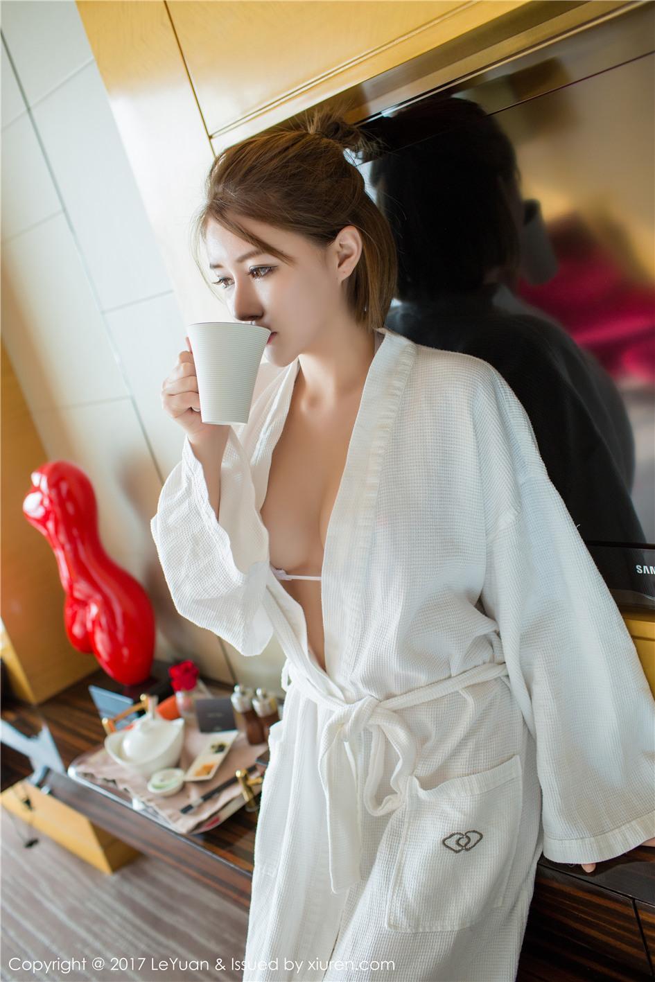 【星乐园】【凯竹BuiBui】 穿浴袍的凯竹BuiBui白皙长腿美女诱人美乳写真 VOL.023【21P】 性感内衣