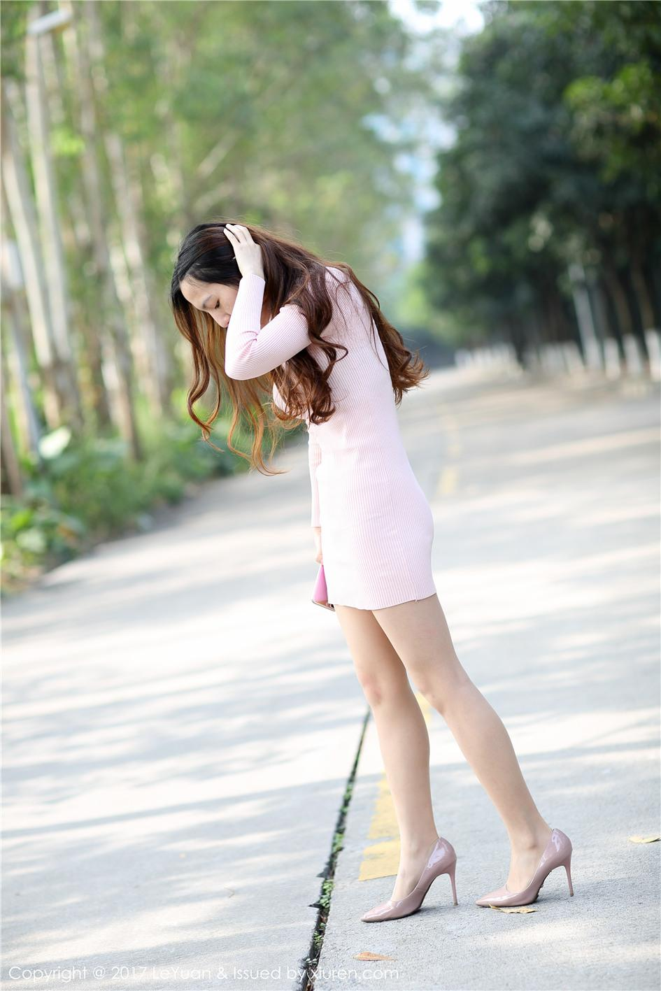 【星乐园】【琪玲】 街拍高跟丝袜美女琪玲高清丝足秀套图 VOL.030【24P】 X丝玉足