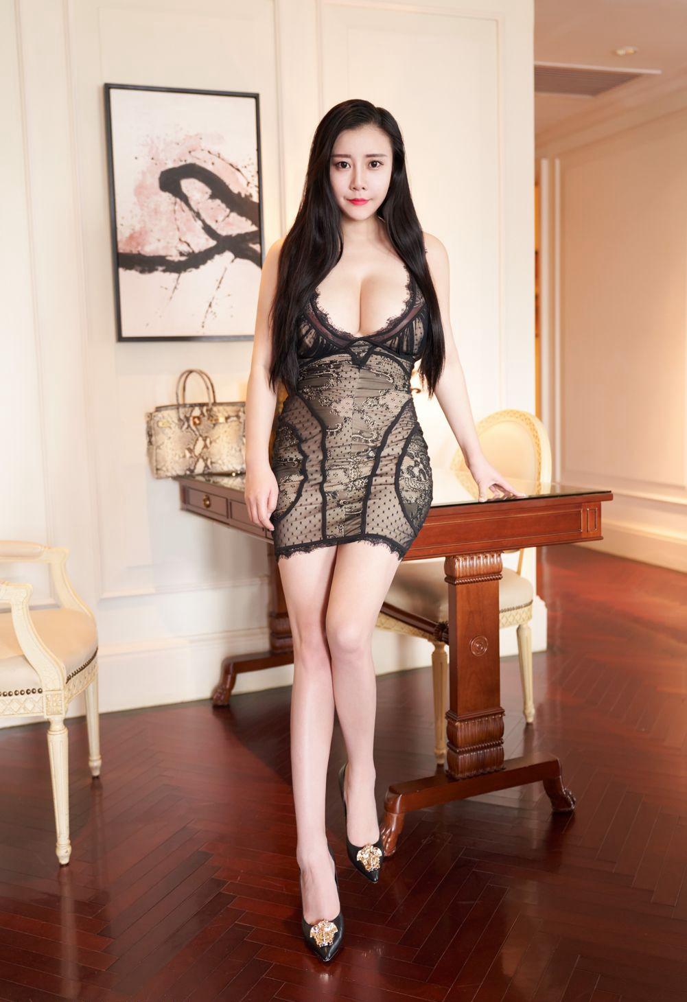 【美女】大乳牛美女正面半裸沙发性感内衣人体艺术照片【21P】 性感内衣