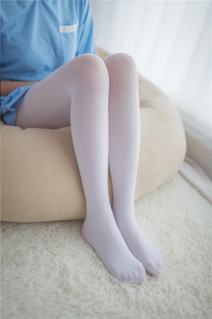 【萝莉】俏皮可爱的双马尾萝莉白白的丝袜迷人私房照【44P】 X丝玉足