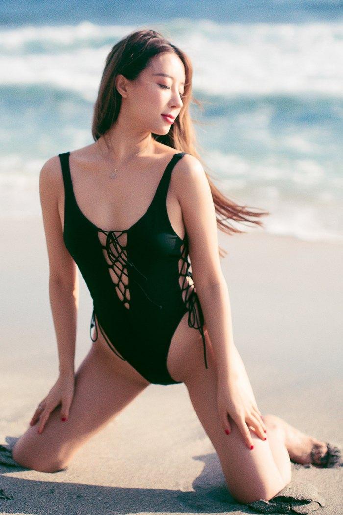 【国模女神】【筱慧】优美抢眼女神筱慧性感比基尼沙滩激情光芒四射【48P】 模特