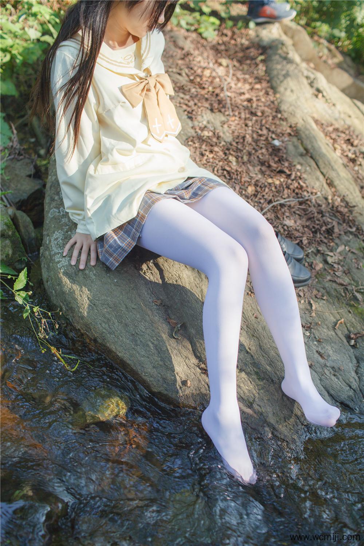 【私拍】【萝莉】野外的萝莉白丝玩耍高清私房照【37P】 X丝玉足