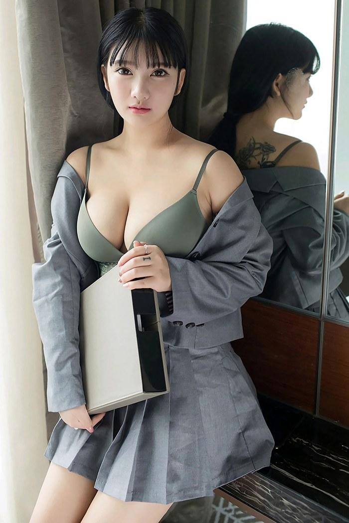 【写真集】【小尤奈】粉嫩大胸女秘书小尤奈办公室脱衣白皙酮体一览无余【40P】 制服