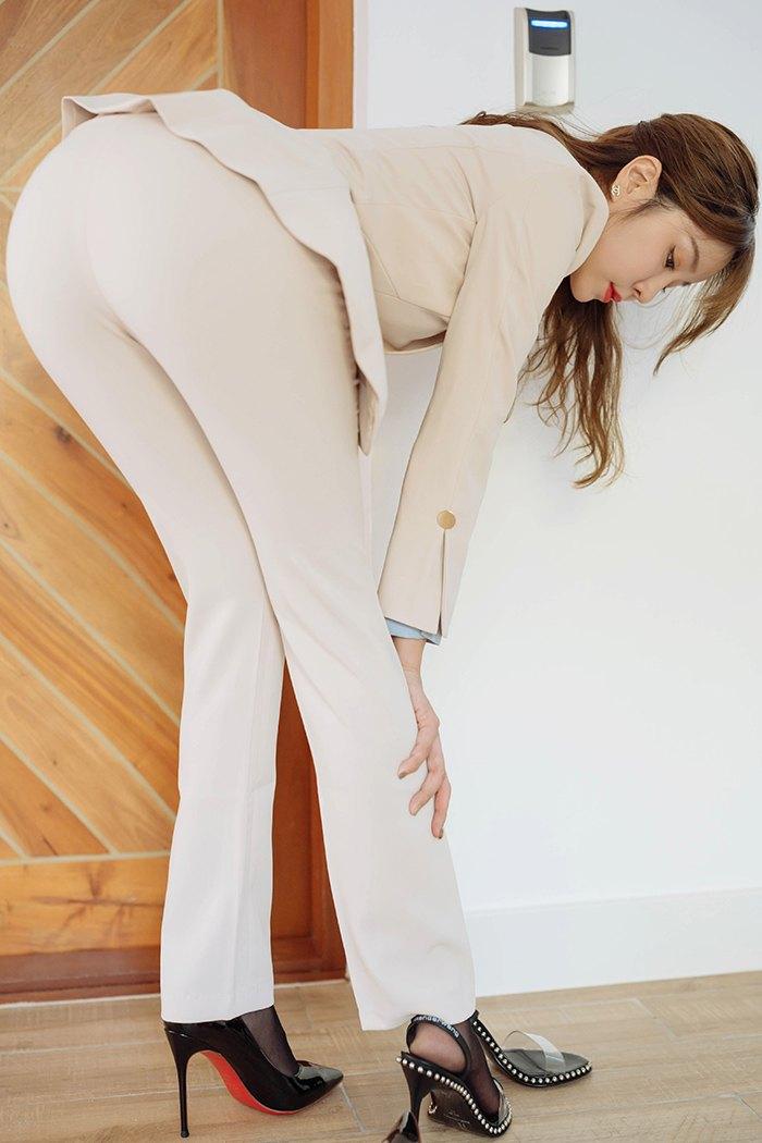 【写真集】【王雨纯】苗条窈窕美女王雨纯劳累过度裸身昏睡【30P】 X丝玉足