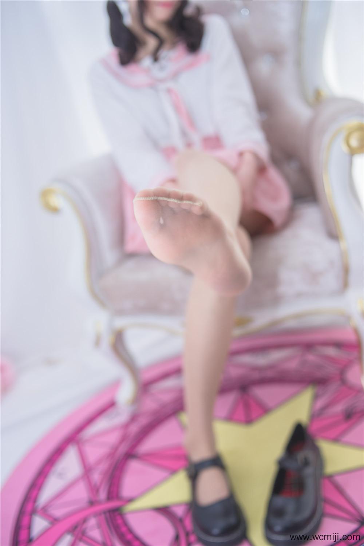 【私拍】【萌妹】你们期待的可爱萌妹肉丝私房照【42P】 X丝玉足