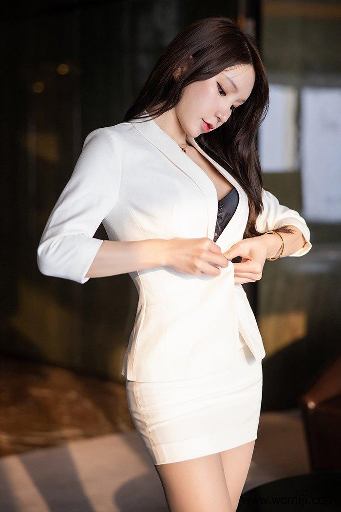 【个人写真】【周于希】极品惹人小姐周于希包臀短裙不经意露出【44P】 制服