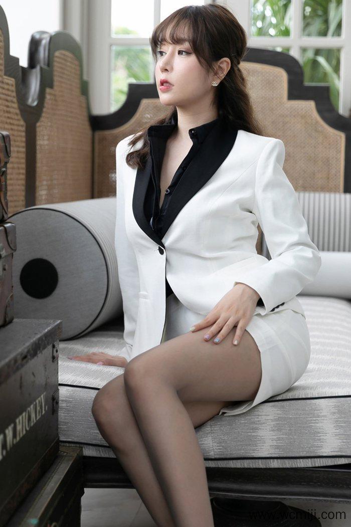 【写真集】【王雨纯】职场性感美人王雨纯千娇百媚喷血写真【40P】 制服