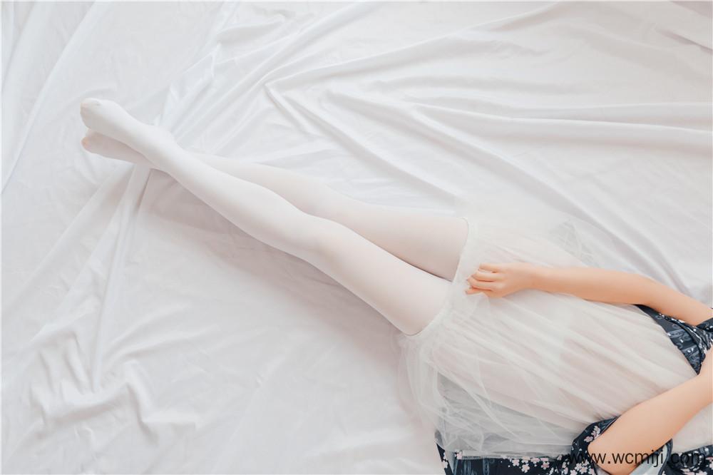 【私拍】【少女】可爱少女激萌白丝装私房照片【45P】 X丝玉足