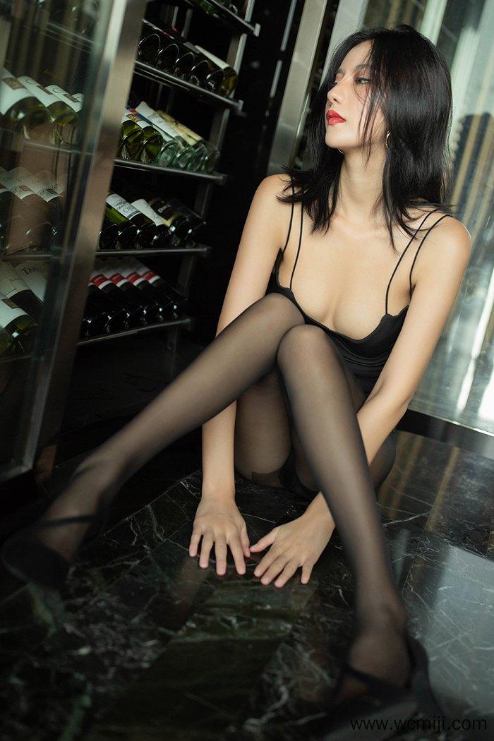 【性感美女】【阿朱】醉酒滑嫩美女阿朱低胸吊带体态销魂蚀骨【50P】 X丝玉足