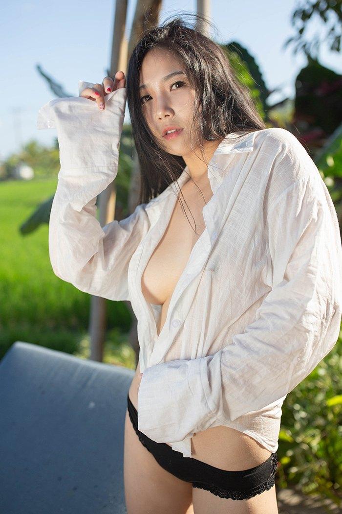 【性感美女】【徐微微】魅力素人娘徐微微阳光下展现巨乳诱你来袭【47P】 写真集