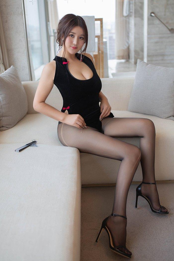 【性感美女】【潘琳琳】风骚女神潘琳琳寂寞至极居家豪放裸露养眼豪乳【32P】 X丝玉足