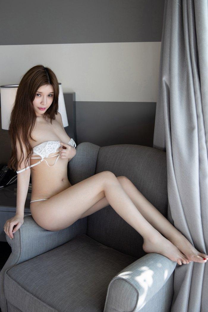【模特】【张雨萌】嫩白娇妻张雨萌养眼面貌魔鬼身材美臀诱惑【32P】 性感内衣