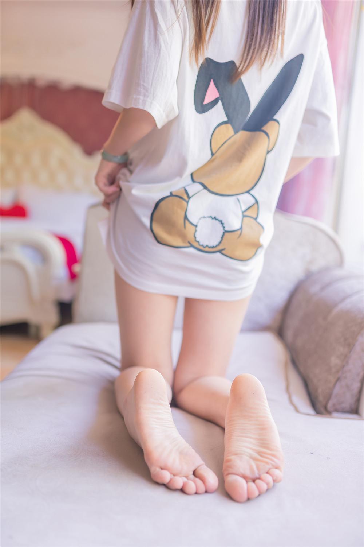 【私拍】【少女】清纯学生妹小熊睡衣沙发私房照片【39P】 X丝玉足