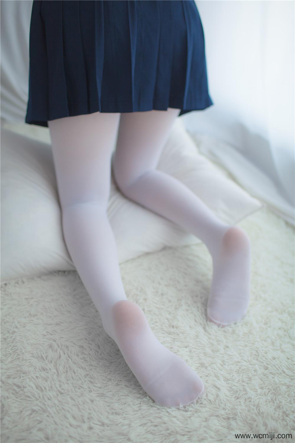 【私拍】【少女】甜美妹纸JK制服不能坐在课桌上图片【30P】 X丝玉足