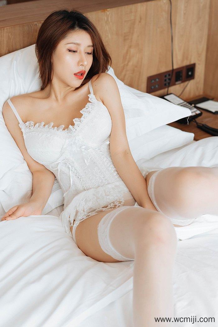 【性感美女】【徐安安】火辣绝色御姐徐安安蕾丝睡衣楚楚动人【33P】 X丝玉足