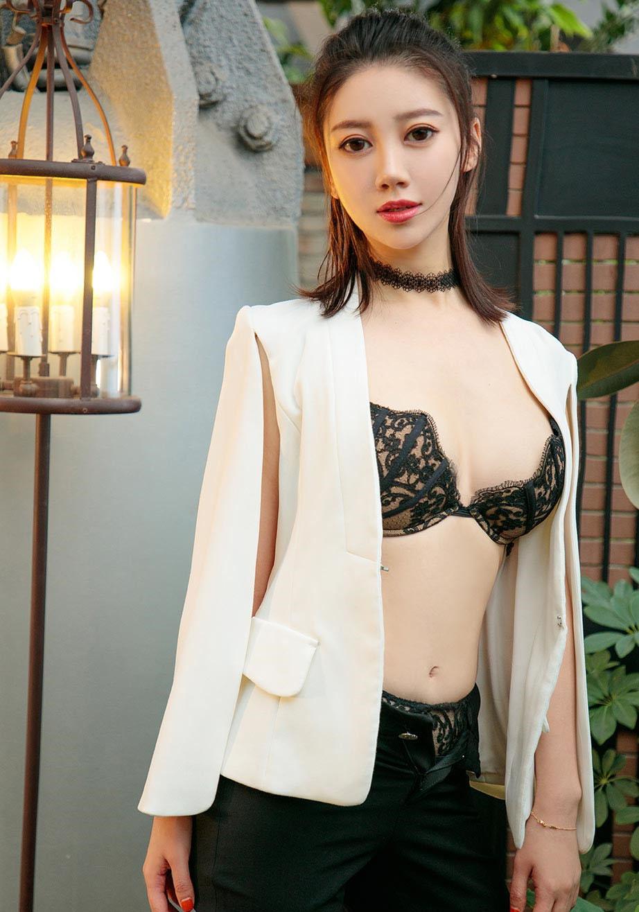 【性感美女】丰满大白屁股少妇床上人体艺术照片【30P】 性感内衣