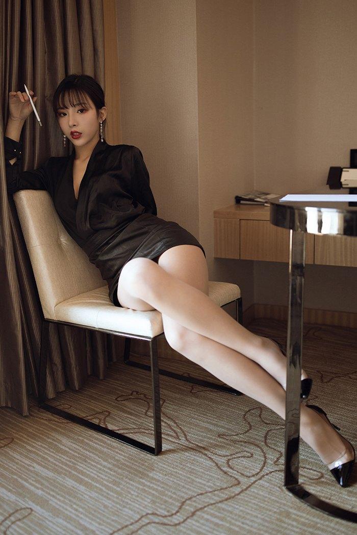 【写真集】【陈小喵】霸气总裁陈小喵肉丝高跟美腿高挑撅臀示爱【66P】 X丝玉足