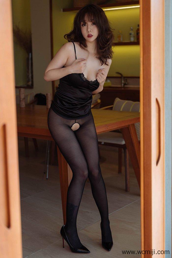 【性感美女】【王雨纯】美艳长发少妇王雨纯傲人美体身姿诱人无比【42P】 X丝玉足