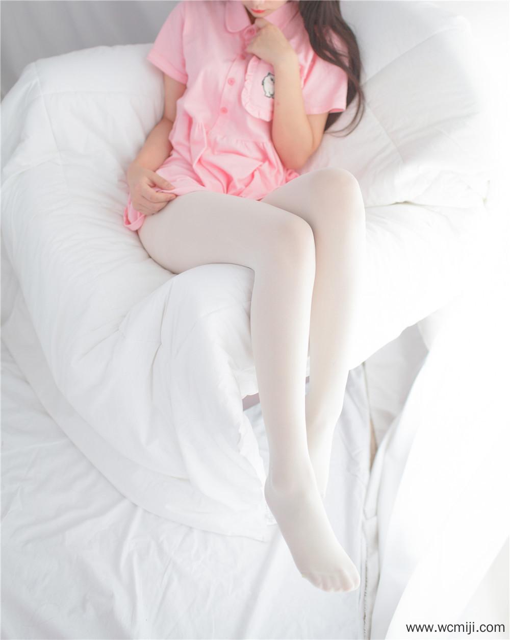 【私拍】【萝莉】软软的萝莉白丝玉足沙发私房照【36P】 X丝玉足