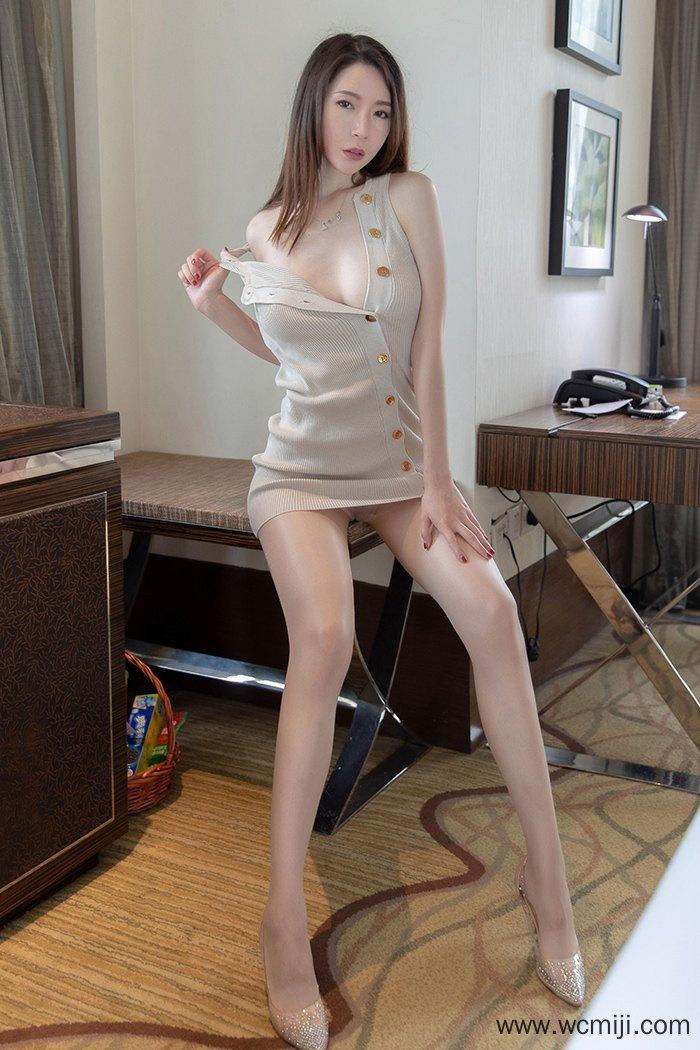 【模特】【梦心月】妖艳气息嫩模梦心月白皙美腿翘臀挑逗诱惑【44P】 写真集