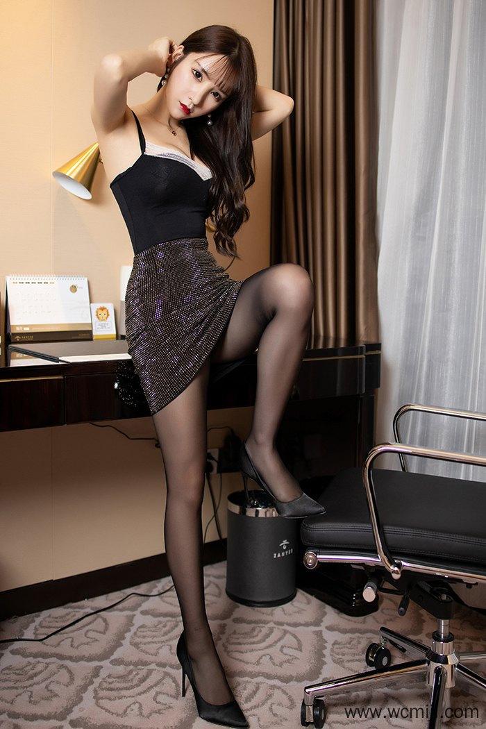 【性感美女】【周于希】黑色长发丽娘周于希美脚丝袜妖艳身姿尽态极妍【55P】 写真集