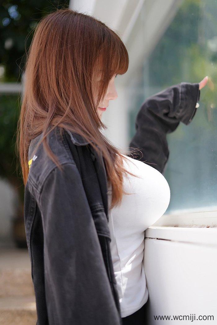 【网红】【UU酱】甜美夹心小迷妹UU酱白衬衫外套丝滑巨乳弹指可破【55P】 写真集
