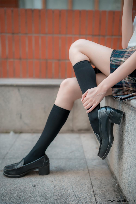 【私拍】【萝莉】看这学妹这腿超级细!户外制服私房照【46P】 X丝玉足