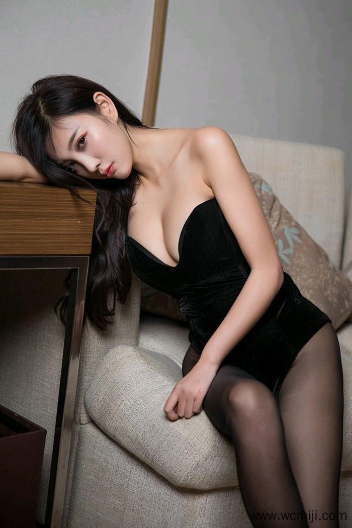 【模特】【杨晨晨】人体美女杨晨晨性感黑丝长腿俯趴姿势撩人艺术写真【52P】 X丝玉足
