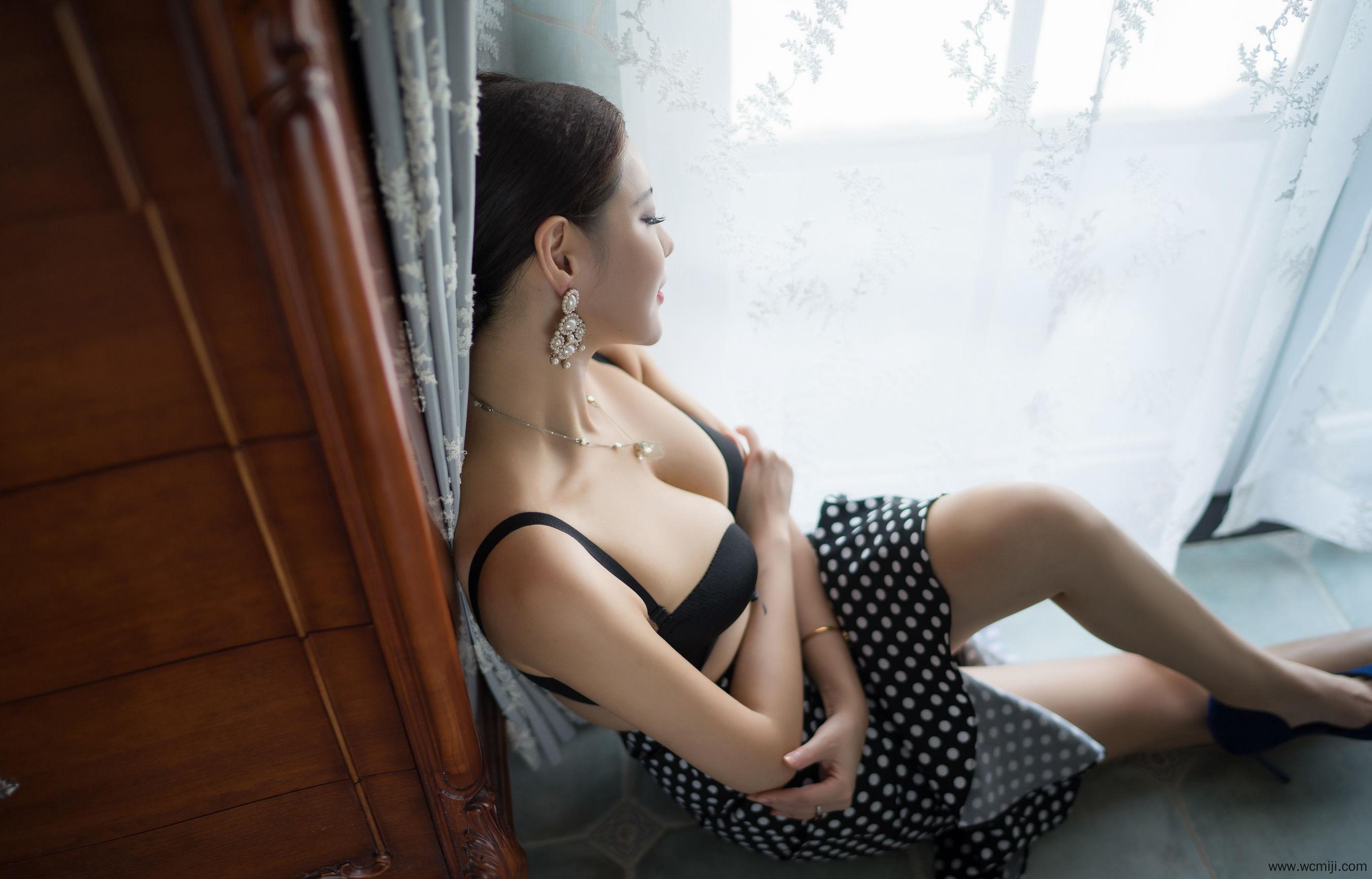 【网红】【李由美】性感女神李由美妖艳内衣人体艺术套图【30P】 性感内衣