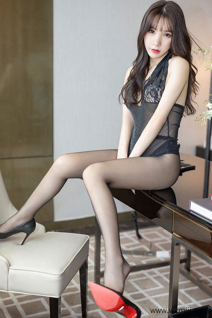 【模特】【周于希】私人女秘书周于希粉嫩长腿带你体验美女禁区【60P】 X丝玉足