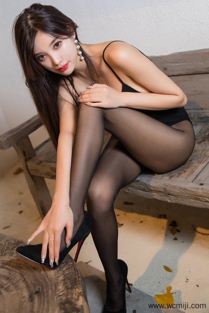 【性感美女】【杨晨晨】养眼风情美女杨晨晨优美黑丝万种姿势诱惑【58P】 X丝玉足