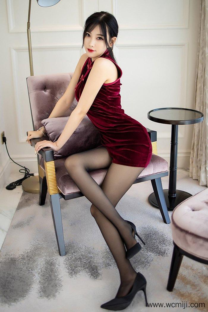 【网红】【杨晨晨】魅力气息人妻杨晨晨旗袍黑丝精美打扮长腿美脚撩人【54P】 制服