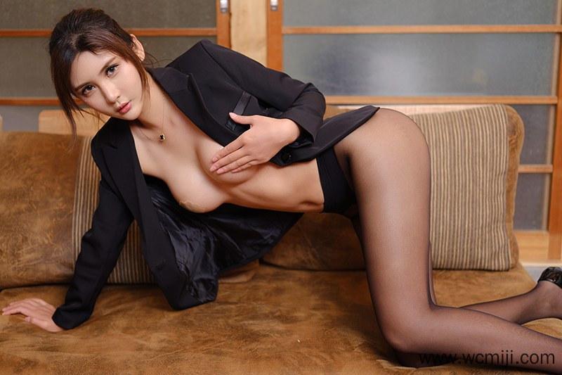 【网红】【尹菲】黑丝美女尹菲性感长腿真空大奶动作撩人艺术写真【38P】 X丝玉足