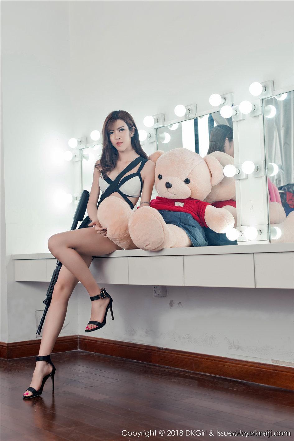 【御女郎】【蔡乐儿】 名模蔡乐儿情趣装内衣户外狂野写真超清 Vol.065【50P】 COS