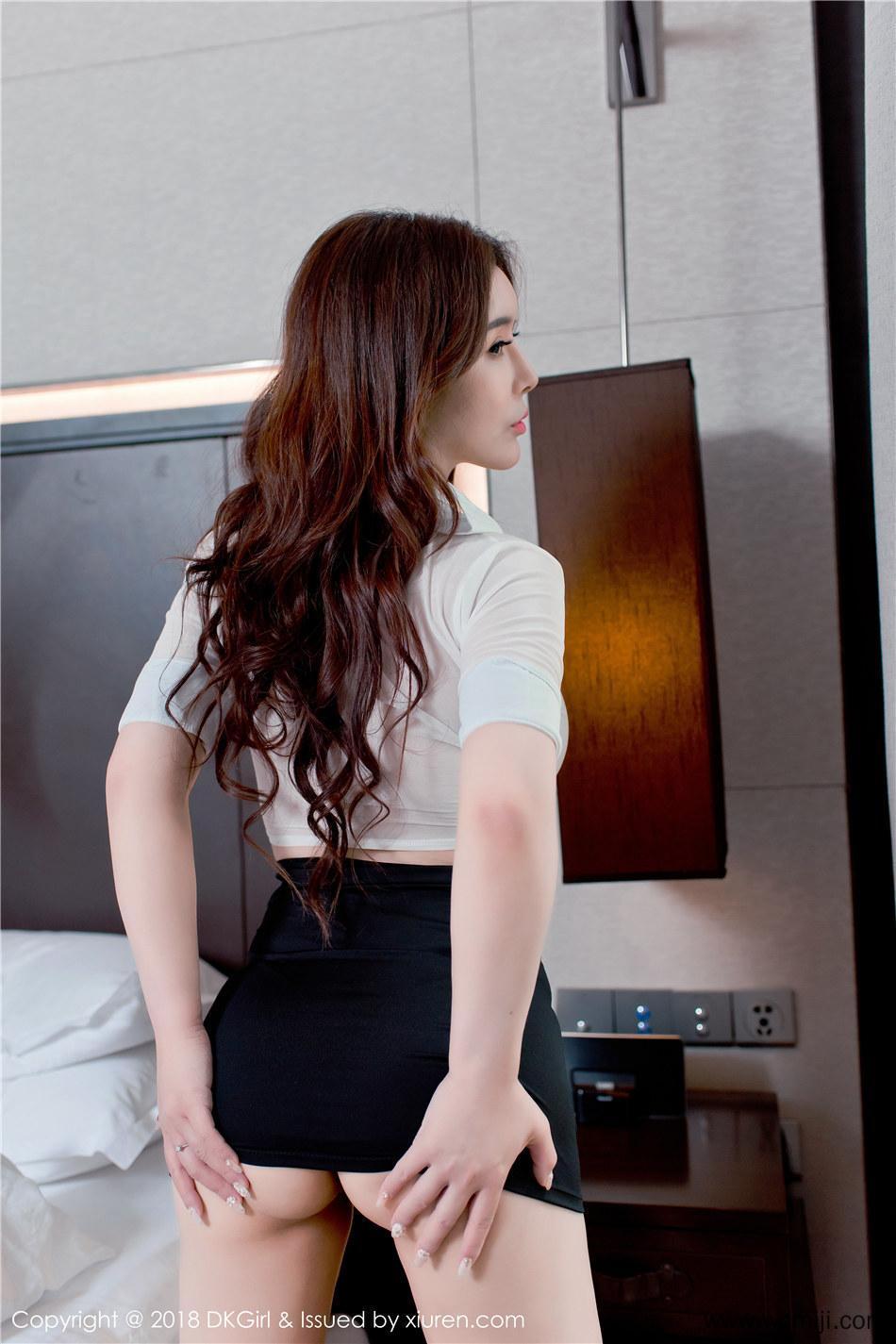 【御女郎】【雪千寻】 西西人体模特雪千寻巨乳肥臀少妇诱惑摄影图片 Vol.082【30P】 制服