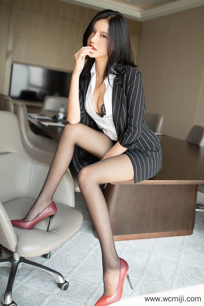 【性感美女】【阿朱】风骚惹人助力阿朱性感黑丝渴求与你缠绵【46P】 制服