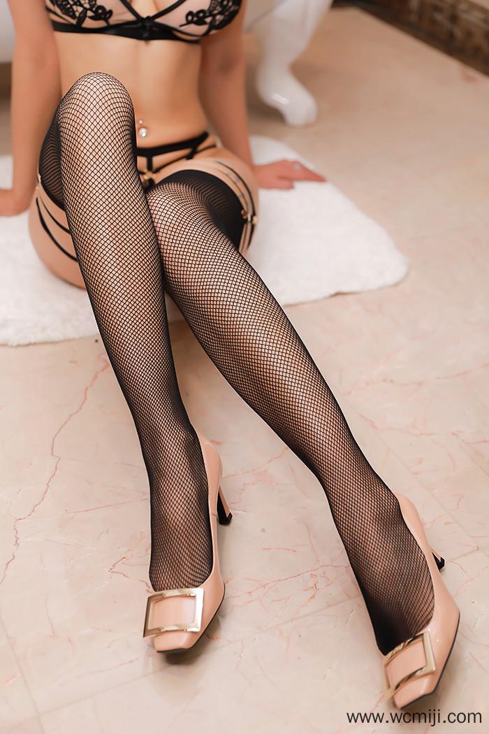 【模特】【果儿】雪白火爆乳娘果儿诱人身姿蕾丝情趣大秀长腿蜜臀【86P】 性感内衣