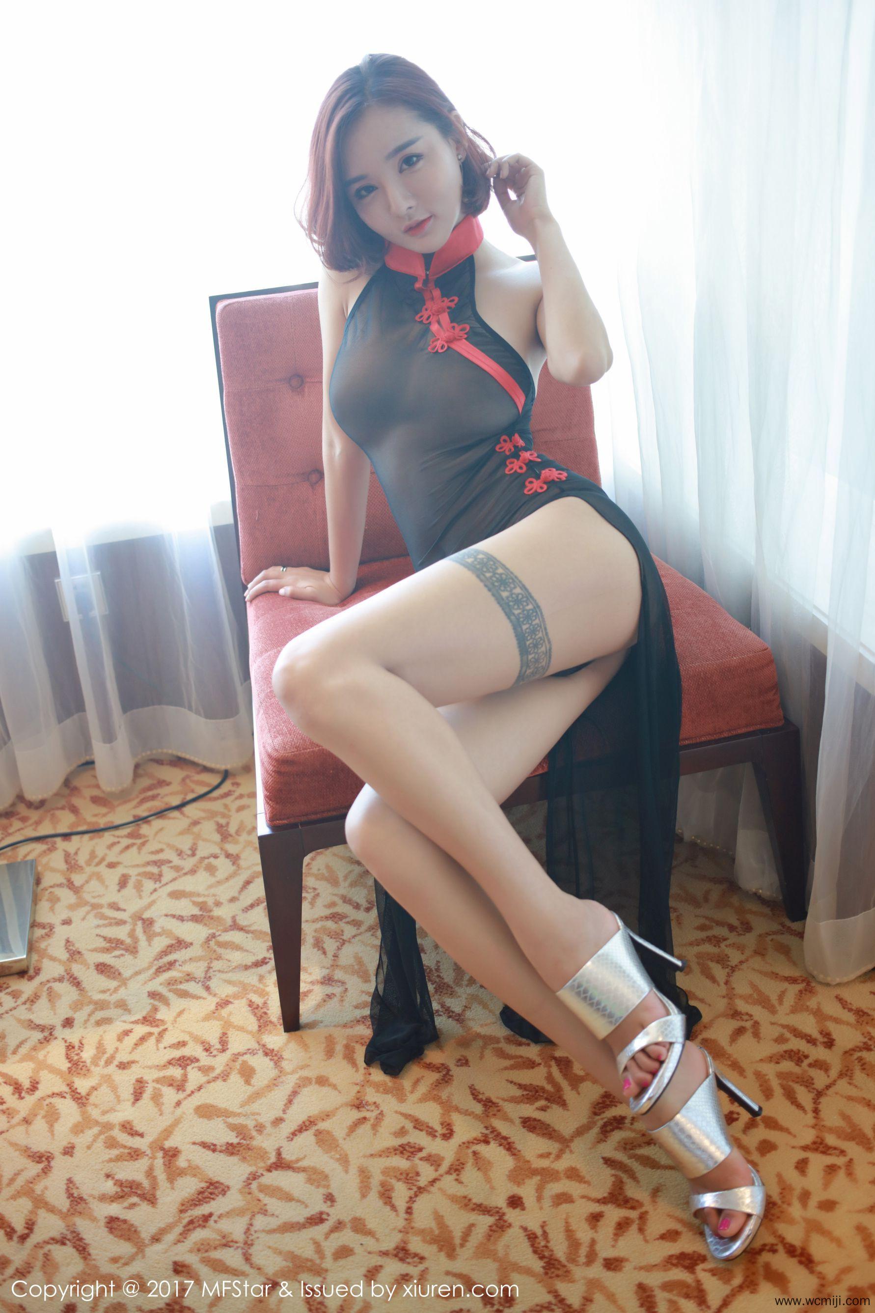 【网红】【金雨佳】美乳女神金雨佳圆润美臀蕾丝透视装大胆人体艺术写真图片【46P】 制服