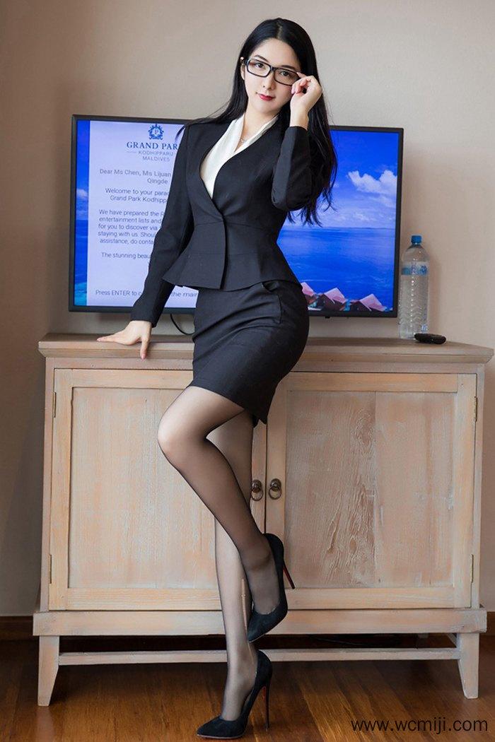【网红】【小热巴】黑丝长发女秘书小热巴撩人酥胸美腿职业装诱惑【59P】 制服