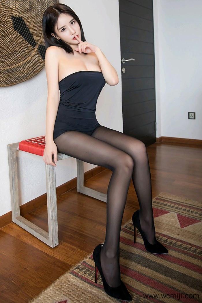 【网红】【小沫琳】黑丝长腿女神小沫琳玉肌如雪美乳白嫩极度诱惑【62P】