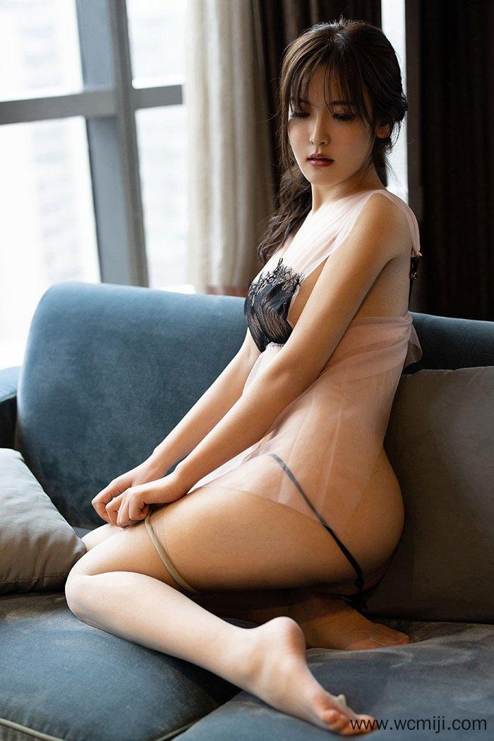 【性感美女】【白露】极品耀眼美女白露小猪透视睡衣肉丝包臀舞弄风骚【54P】
