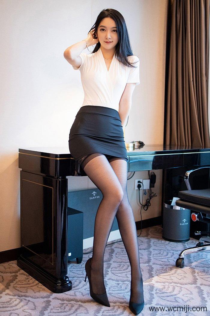 【网红】【小热巴】瓜子脸性感秘书小热巴黑丝美腿制服OL大秀美乳丰臀【36P】