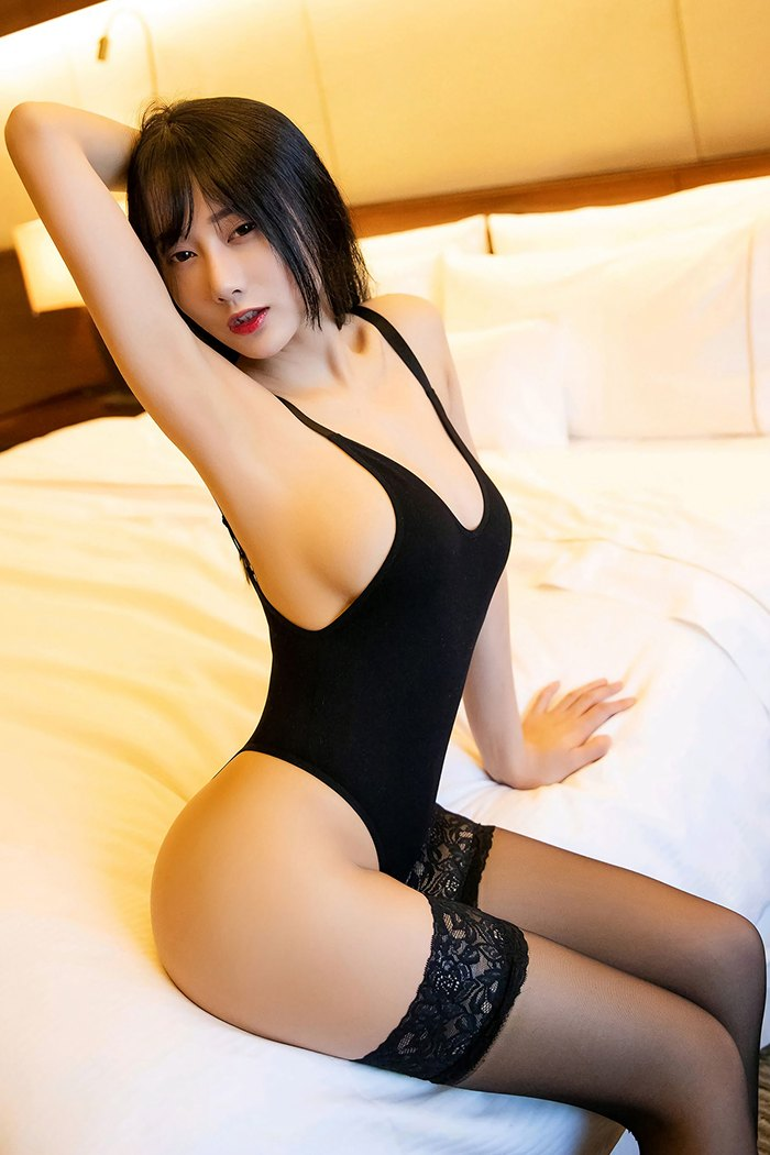 【网红】【何嘉颖】花心长发女秘书何嘉颖美乳香臀诱人蕾丝沁人心脾【36P】
